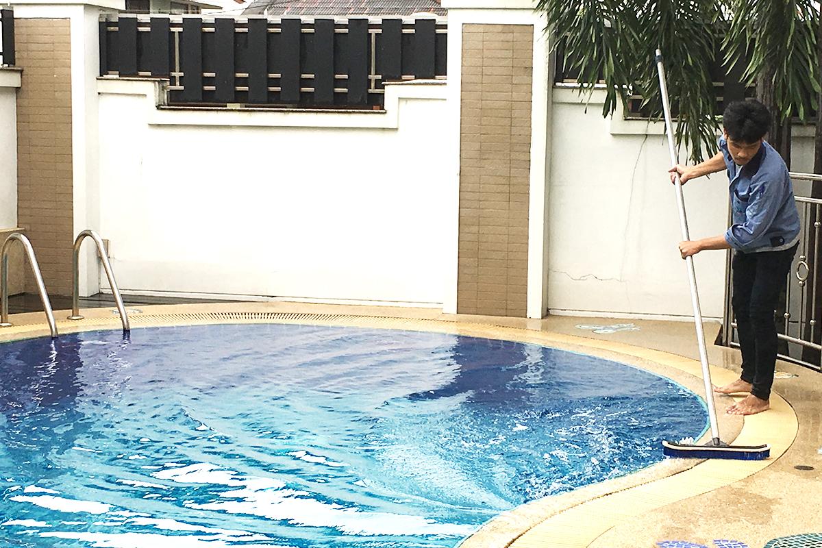 ทำความสะอาด<br>สระว่ายน้ำ
