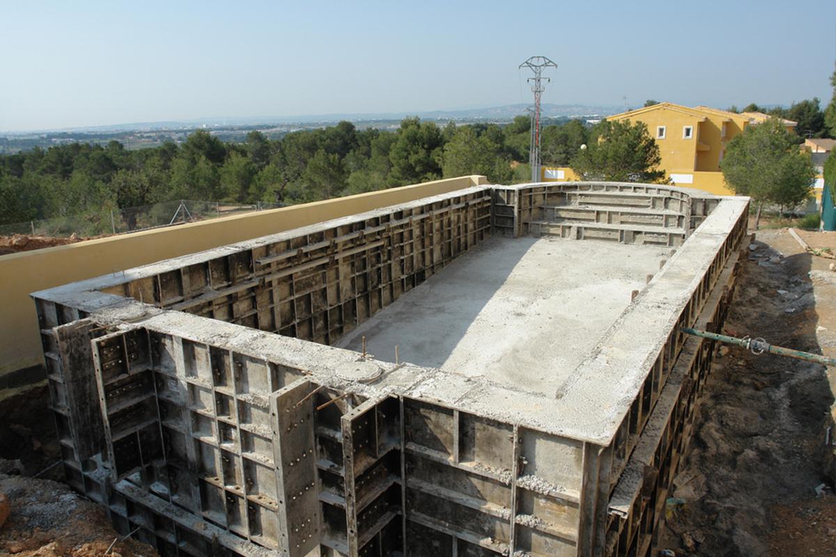 ก่อสร้าง<br>สระว่ายน้ำ